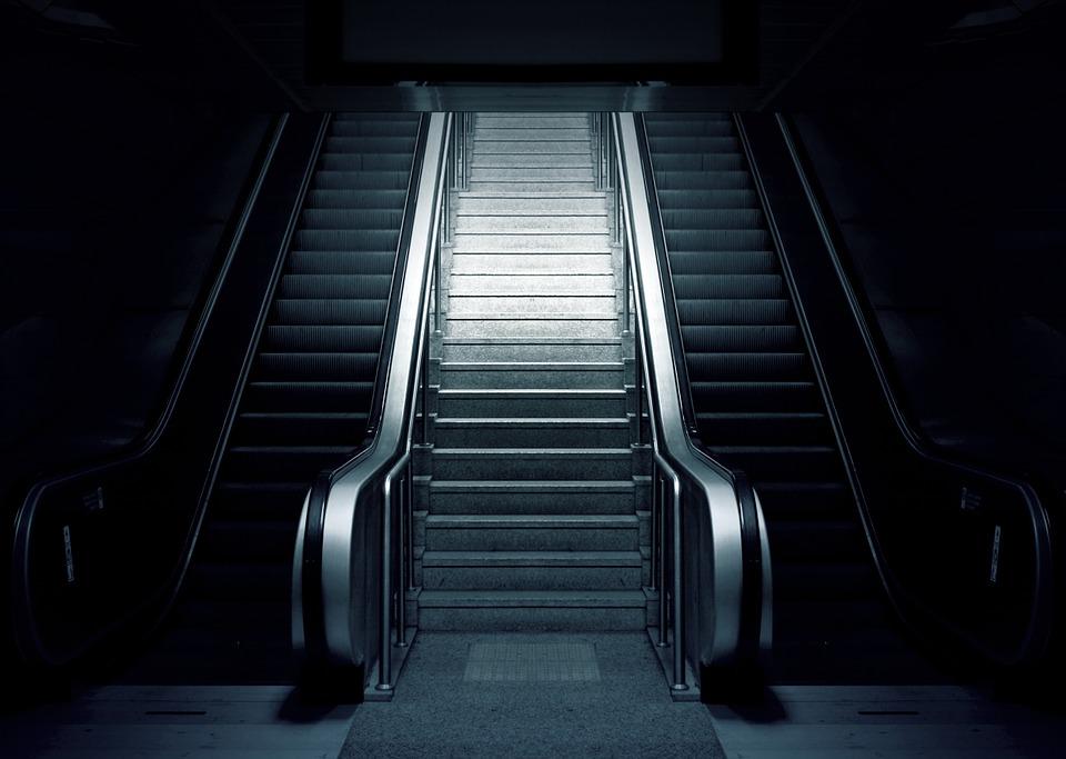 Proč je zábradlí na schodiště nezbytné