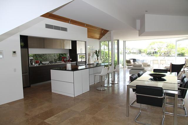 prostorný obývák s kuchyní