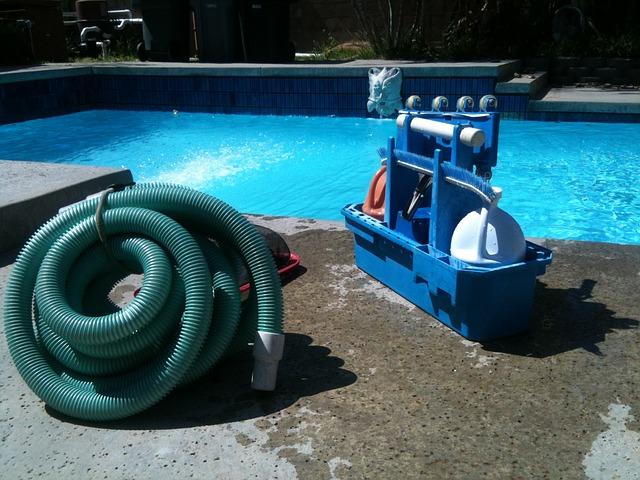 vysavač u bazénu.jpg