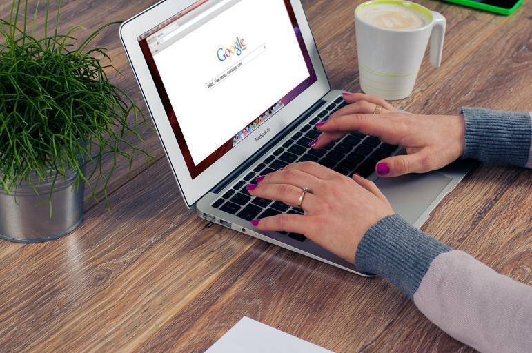 Google na laptopu.jpg
